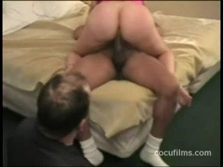 Домашний секс с женой попкой