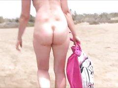 Зрелая любительница загорать голой в любительском видео ходит на нудистском пляже