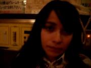 Молодая латинская брюнетка в домашнем видео показывает маленькие сиськи