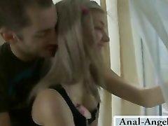 Русская молодая блондинка в анальном видео после куни отдалась любовнику в попу