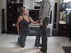 Домашнее видео с женским доминированием от смуглой госпожи с мокрой киской