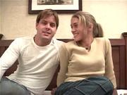 Привлекательная леди начинает секс с любовником с минета и разрешает кончить в киску