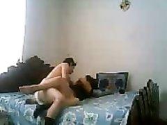 Скрытая камера снимает супружескую измену зрелой дамы на любительское видео