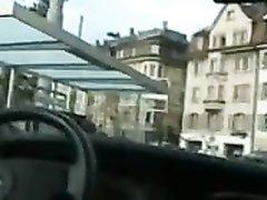 Страстная негритянка в любительском видео расплатилась с белым таксистом киской