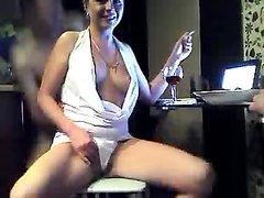 Зрелая проститутка не против любительского секса втроём перед вебкамерой
