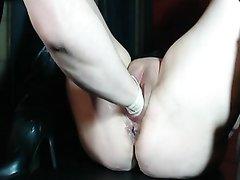В жарком видео зрелая дама для сквиртинга просит любовника сделать фистинг