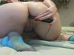 Зрелая толстуха в видео использует секс игрушку для любительской анальной мастурбации