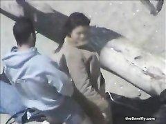 Нарезка любительского секса с похотливыми парами трахающимися на пляжах