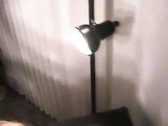 Негр в жёстком любительском видео сунул чёрный член в киску белой развратницы