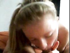 Молодая блондинка в домашнем видео от первого лица дрочит и сосёт член парня