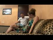 Горячий латинос в домашнем видео натягивает негритянку с маленькими сиськами