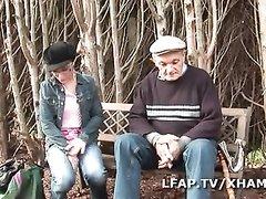Зрелый клиент для любительского секса снял молодую французскую шлюху