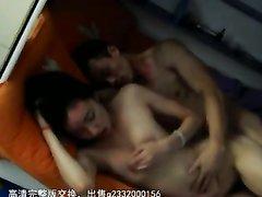 Китаец для домашнего секса пригласил худую азиатку с маленькими сиськами