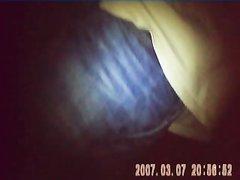 Похотливая парочка снимает домашний секс на камеру поздним вечером перед сном