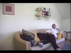 Нежный парень в любительском видео ласково лижет клитор у рыжей толстухи