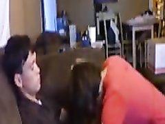 Горничная перед видео камерой дрочит киской член и делает домашний минет