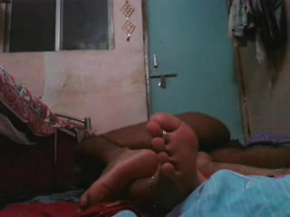 Смуглый любовник радует озабоченную партнёршу безудержным сексом в постели