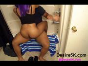 Негритянка эмо с фиолетовыми волосами в любительском видео верхом на чёрном члене
