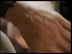 В анальном ретро видео парень лижет анус зрелой любовнице и кончает на лицо