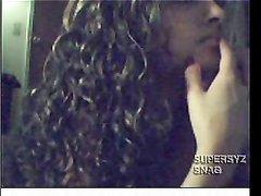 Длинноволосая красотка в любительском видео дрочит киску на вебкамеру
