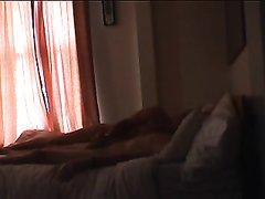 Зрелая блондинка в любительском видео со скрытой камеры снова изменяет мужу