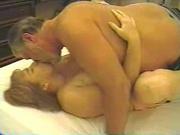 Упитанная зрелая домохозяйка попробовала секс с посторонним мужчиной