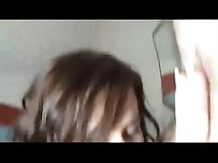 Молодая шлюха с пирсингом в сосках и зрелый толстяк шалят в домашнем видео с куни