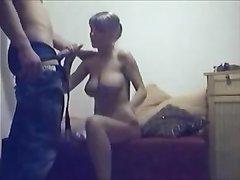 Стройная замужняя леди перед скрытой камерой бесплатно трахается с любовником