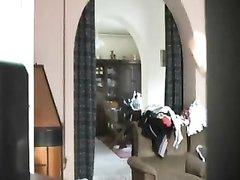 Скрытая камера снимает любительское видео с обнажённой зрелой дамой