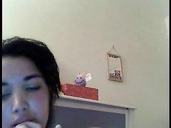 Любительская мастурбация молодой брюнетки во время виртуального секса по вебкамере