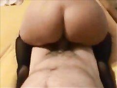 Грудастая зрелая смуглянка в любительском видео двигает пышной попой верхом на члене