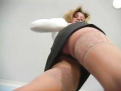 Шикарная девушка в чулках сняла нижнее бельё и достала секс игрушку для домашней мастурбации