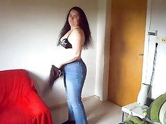 Зрелая и толстая немка в любительском видео разделась и показывает сладкие дырки