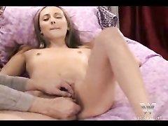 Домашний БДСМ и мастурбация киски секс игрушкой доставила удовольствие даме