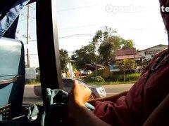 Молодая жена в любительском видео делает минет мужу в междугороднем автобусе