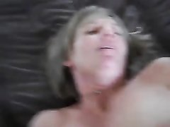 Любовник снял крупным на видео крупным планом проникновение в зрелую блондинку