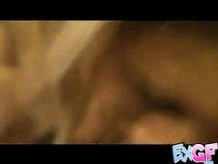 Грудастая зрелая блондинка с шикарной фигурой в любительском видео сосёт член