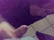 В видео от первого лица скромная итальянка исполнила домашнюю мастурбацию члена