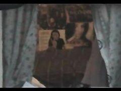 Видео с любительским подглядыванием за переодевающейся леди с волосатой киской