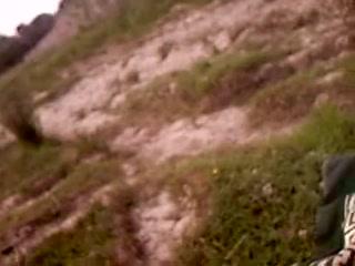 Рыжая немка с маленькими сиськами на природе в видео делает минет от первого лица
