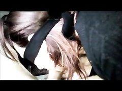 Зрелая итальянка с повязкой на глазах в горячем видео строчит домашний минет