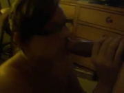 Пышная леди с большими сиськами ради домашнего секса изменяет с белыми парнями и неграми