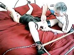 Зрелый мужик ублажает даму любительским БДСМ с привязыванием и секс игрушками