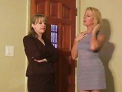 Добрые зрелые дамы в групповом видео устроили студенту домашнюю мастурбацию члена
