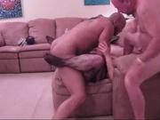 Зрелая домохозяйка в колготках ради секса втроём с любовниками изменила мужу