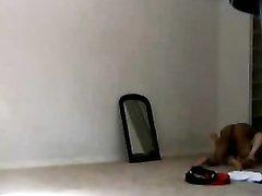 Любительское видео со скрытой камеры с негром и белой поклонницей чёрного члена