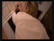 Зрелая блондинка в немецком видео после домашнего минета встала в позу
