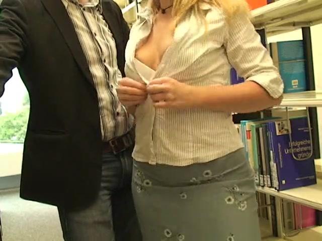 Немецкая блондинка приемлет домашний секс с обязательным окончанием в рот