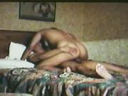 Страстная латинская дама в любительском видео со скрытой камеры изменяет мужу