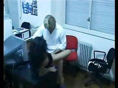 Офисная скрытая камера записала домашний секс парочки озабоченных сотрудников